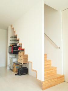 エクリュ 賃貸戸建て 階段