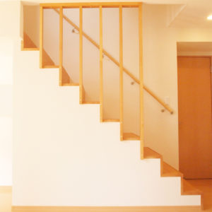 他社の階段